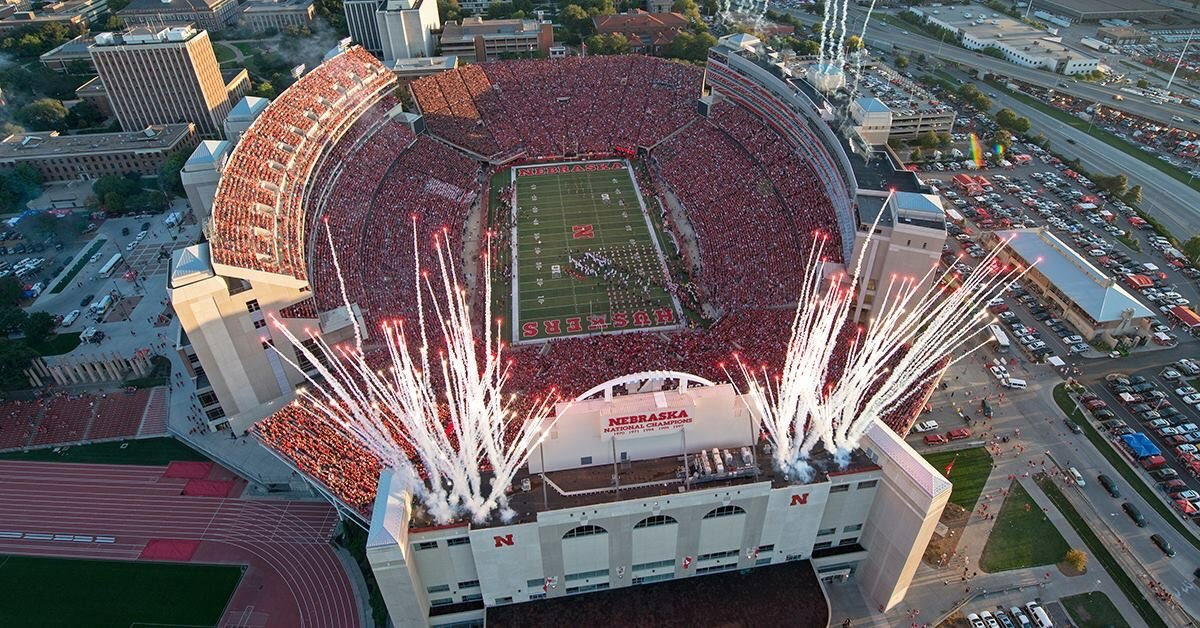 For the second year in a row, Nebraska's Memorial Stadium has won our tournament and has been voted the best Stadium in all of College Football. https://t.co/OM5ZlAL4AU