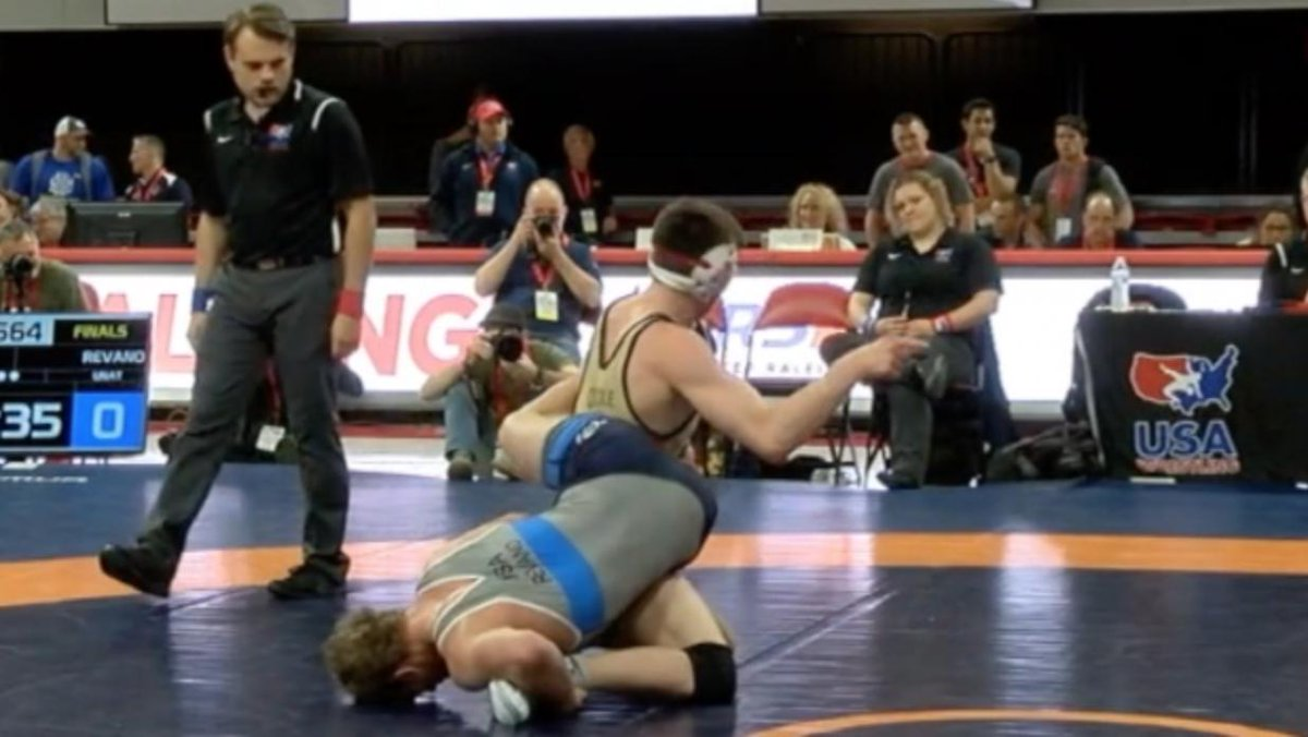 Keegan O'Toole takes a page out of @Benaskren's book and lets the official know it's his move.