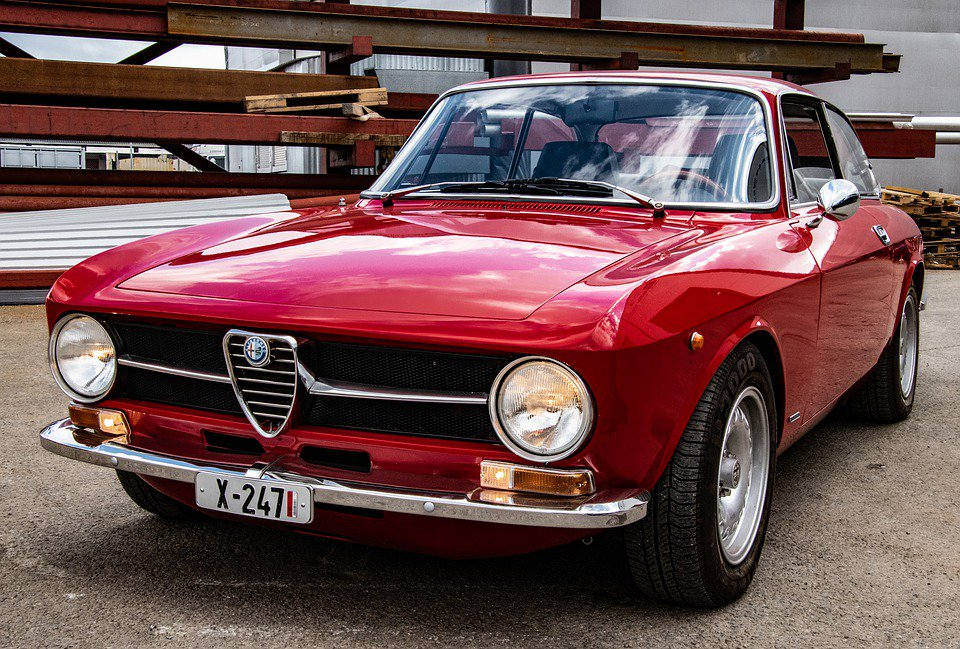 Good Morning… With …(1966-1974) Alfa Romeo Giulia   … GT Junior  ... A Great weekend everyone   #GoodMorning #MorningSaturday  #AlfaRomeo<br>http://pic.twitter.com/zgg148b8aZ