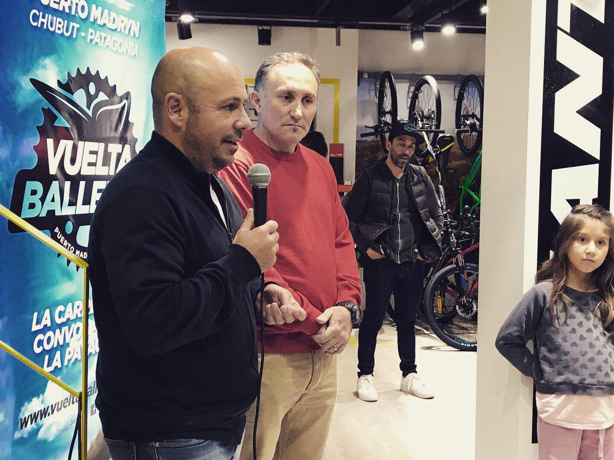 """En la presentación de la octava edición de la """"Vuelta Ballenas"""", y los 12 años de vida de Alpataco como firma local. En tres días, ya se inscribieron 300 competidores #HacemosMadryn #Chubut"""