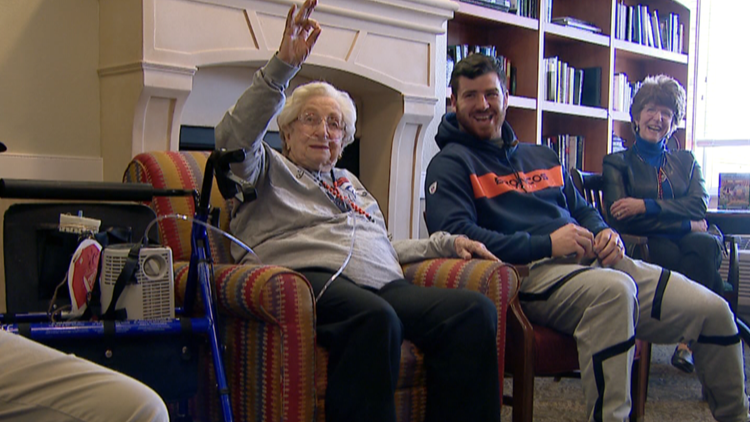 Denver #Broncos LB @josey_jewell visited Lincoln Meadows Senior Living to meet his biggest fan, 90-year-old Margaret Cramer   https:// on9news.tv/2VQZaXa  &nbsp;    #9sports #WeAreBRONCOS #BroncosCountry<br>http://pic.twitter.com/QhV5gz49nx