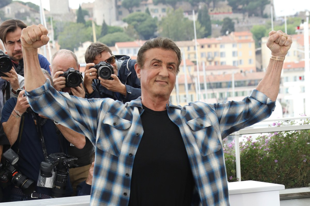 Sylvester Stallone keeps wearing flannel shirts and jeans on the Cannes red carpet  https:// trib.al/8qchF3a  &nbsp;  <br>http://pic.twitter.com/FABA0GTXvI