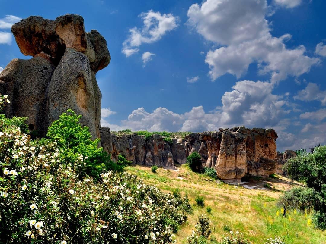 Bundan 3000 yıl önce Frigyalıların kayalara evler, kaleler, anıtlar oy…