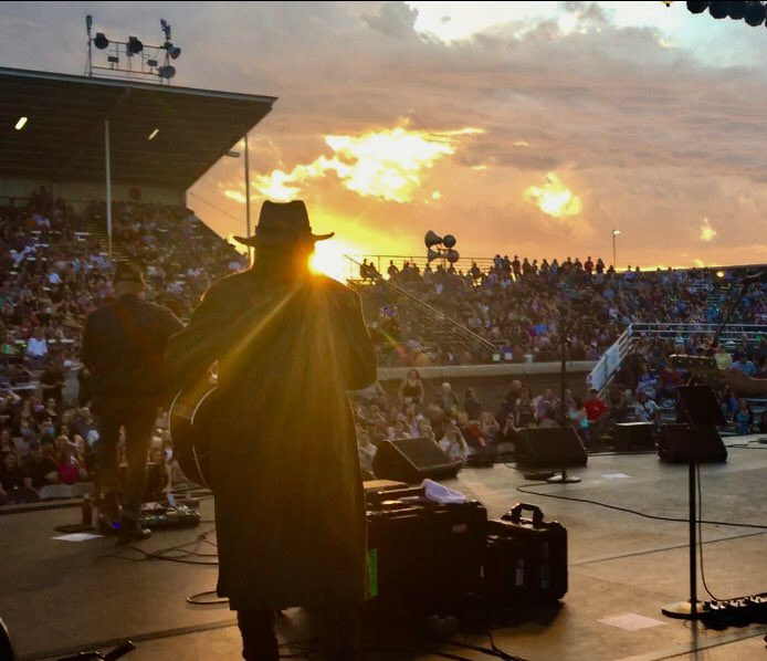 What a joyful heart we have to celebrate the release of the new album with this beautiful crowd tonight in Chico, California. #TheSnakeDoctorCircus https://billyraycyrus.lnk.to/snakedoctor