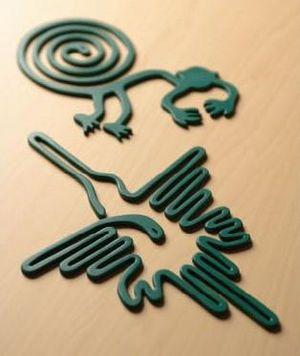 日本の夏にかかせないのがナスカの地上絵香取線香だよね?<br>アートユニット「現美術2等兵」作。