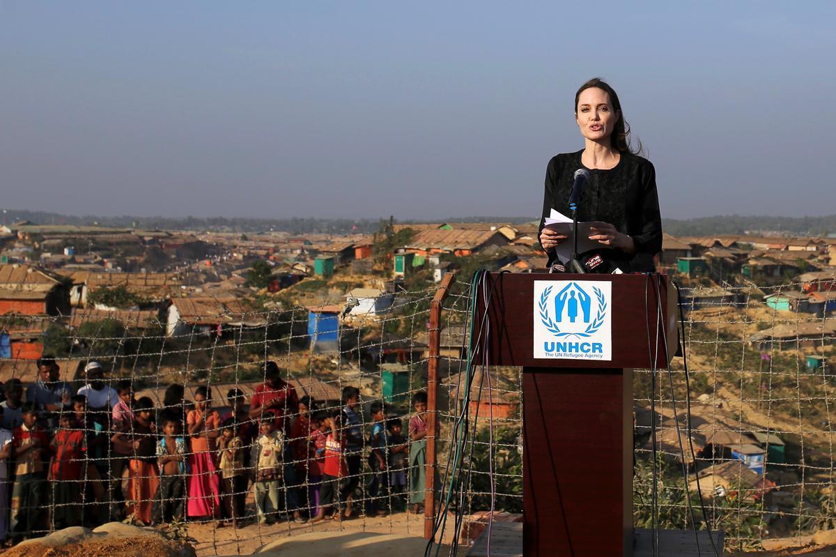 Angelina Jolie visits Rohingya camps, says refugees&#39; plight &#39;shames... - Reuters  http:// dlvr.it/R5NRj3  &nbsp;  <br>http://pic.twitter.com/dQ1LJigk1Y