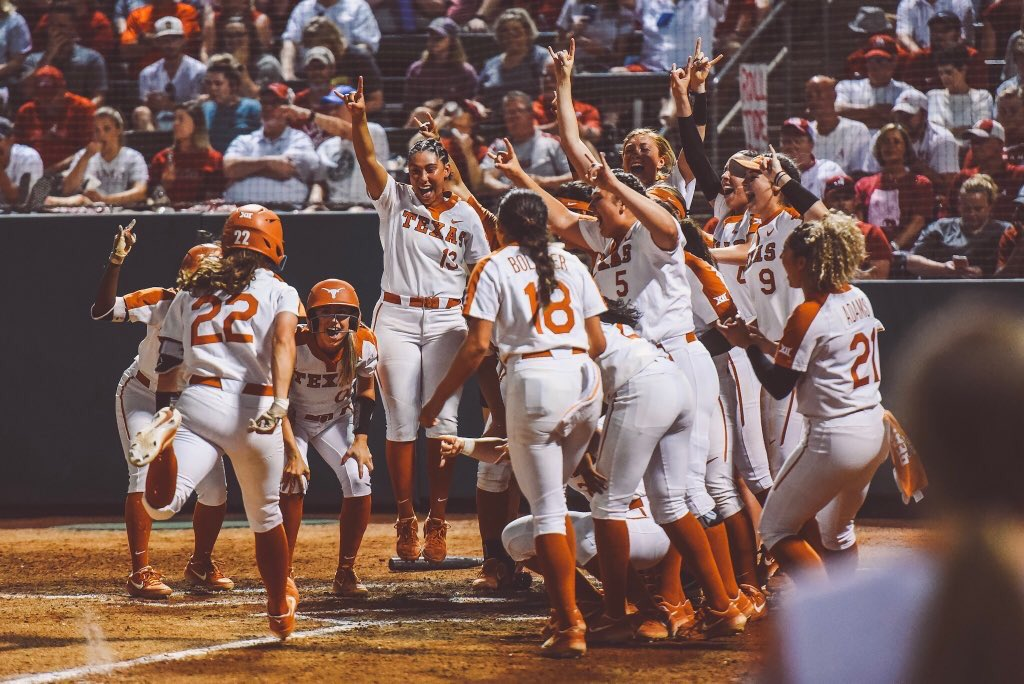 TEXAS RALLIES BACK TO FORCE A GAME 3  7-5 win for the Longhorns. Winner take all tomorrow at 1P/CTon ESPN. <br>http://pic.twitter.com/1WHvBo7qBQ