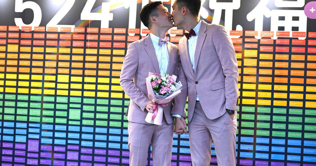 Hundreds of couples in Taiwan tie the knot, marking the first same-sex marriages in Asia https://cbsn.ws/2QrdOnc