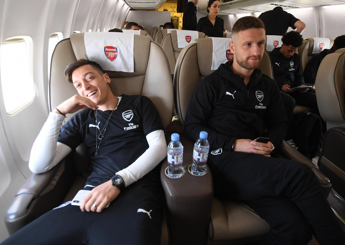 Ozil having a laugh while Mustafi tried to play it cool lol #AFC #UEL <br>http://pic.twitter.com/e2MoGi56fF