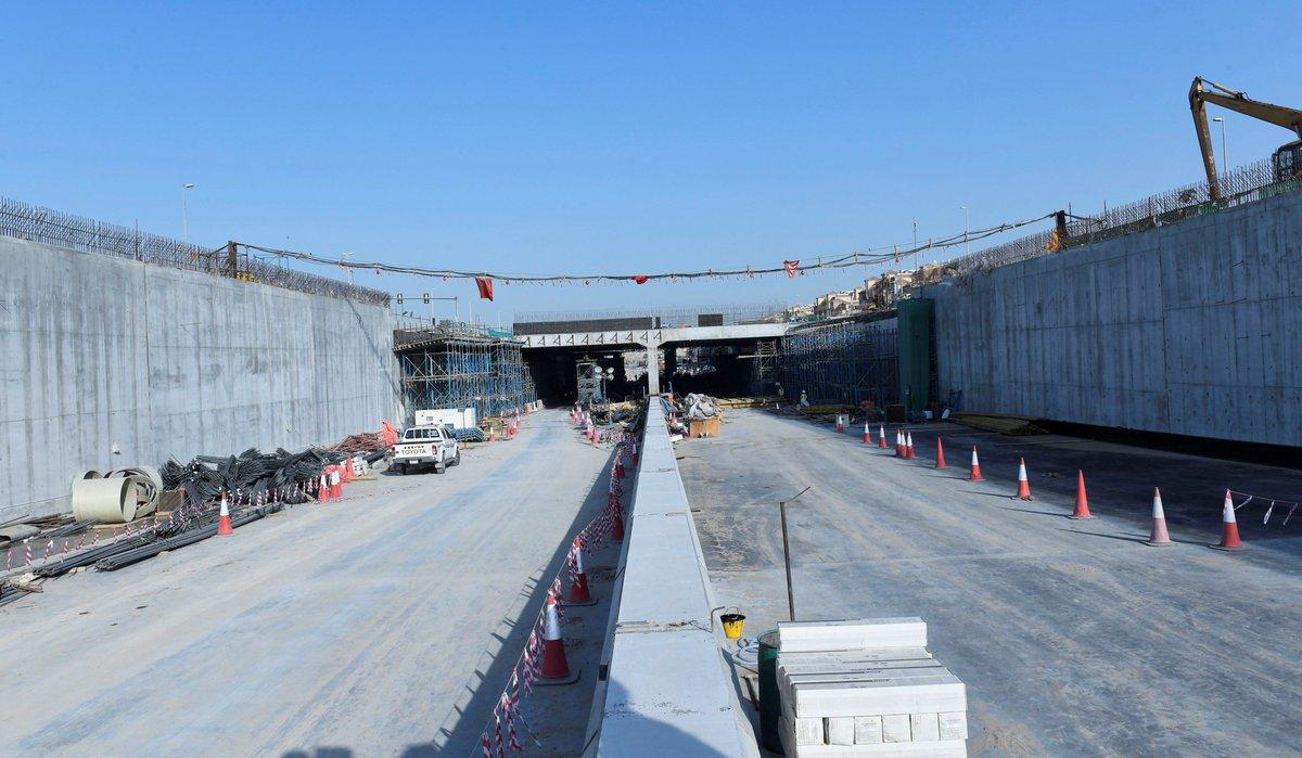 هيئة الطرق والمواصلات تنجز 90% من مشروع تطوير محور شارع طرابلس الذي يحقق الربط بين شارعي الشيخ محمد بن زايد والإمارات، بطول قرابة 12كيلومترا، ويتوقع افتتاح المشروع في نهاية شهر يونيو المقبل. #دبي   http://tinyurl.com/y2bsx6ag