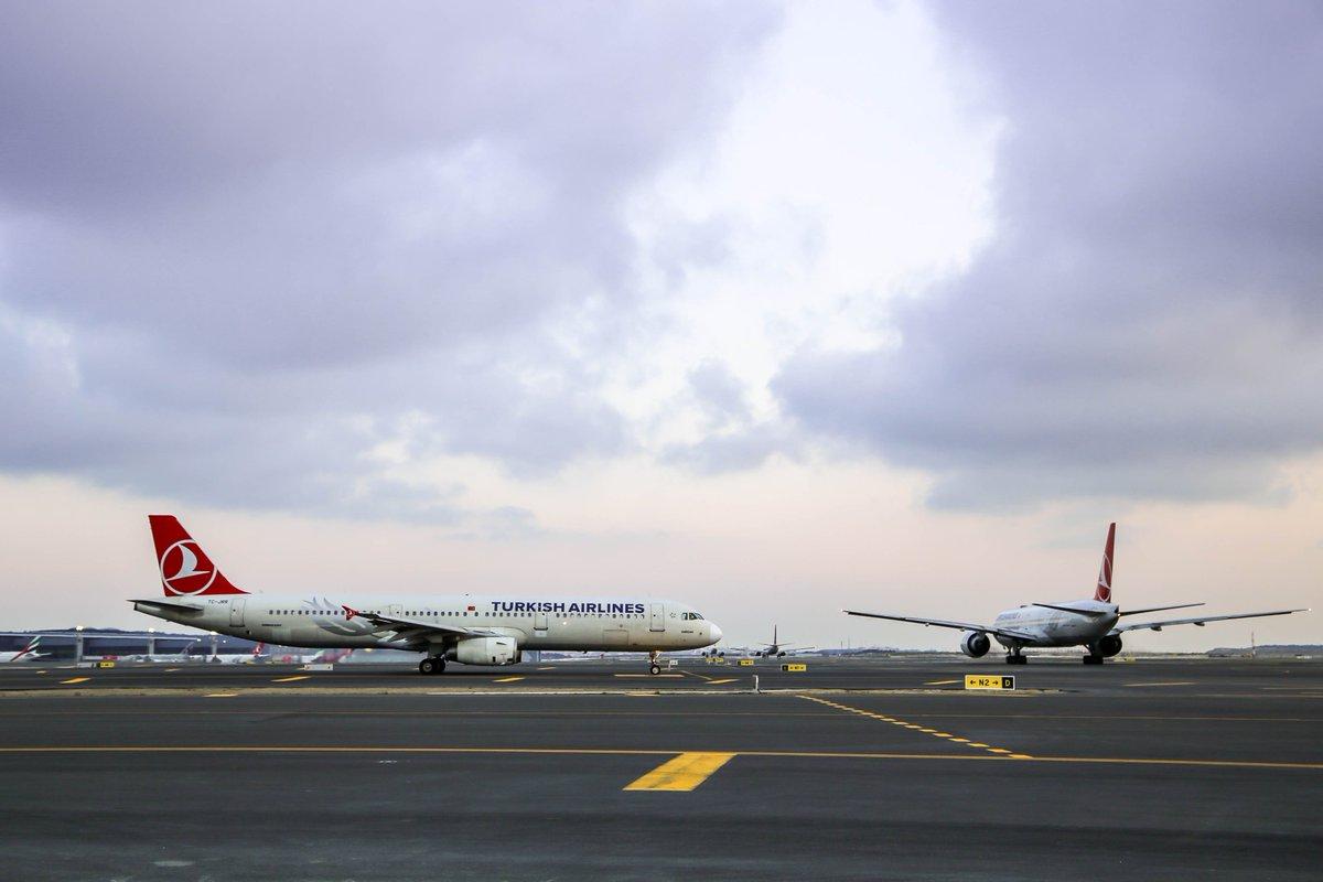 #İstanbulHavalimanı'nda bugün toplamda 1162 adet uçuş gerçekleştirilecek. ✈ Hafta sonu için plan yapanlar yolculuğa başladı bile. ☺ Siz bu hafta sonunu nerede geçireceksiniz?