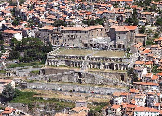 On 25th May the #Romans marked the anniversary of the Temple of Fortuna Primigenia.  Fortuna in this persona, was responsible for the fortunes of the 1st born child. There are impressive remains of her sanctuary at Palestrina 20 miles southeast of Rome. <br>http://pic.twitter.com/aO7sJEzVF7