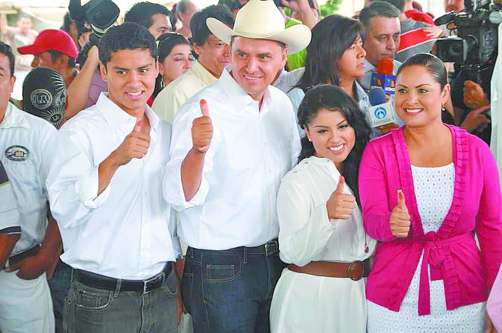 #EnPortada Ex gobernador Sandoval y familia manejan todo un emporio http://eluni.mx/owikc25