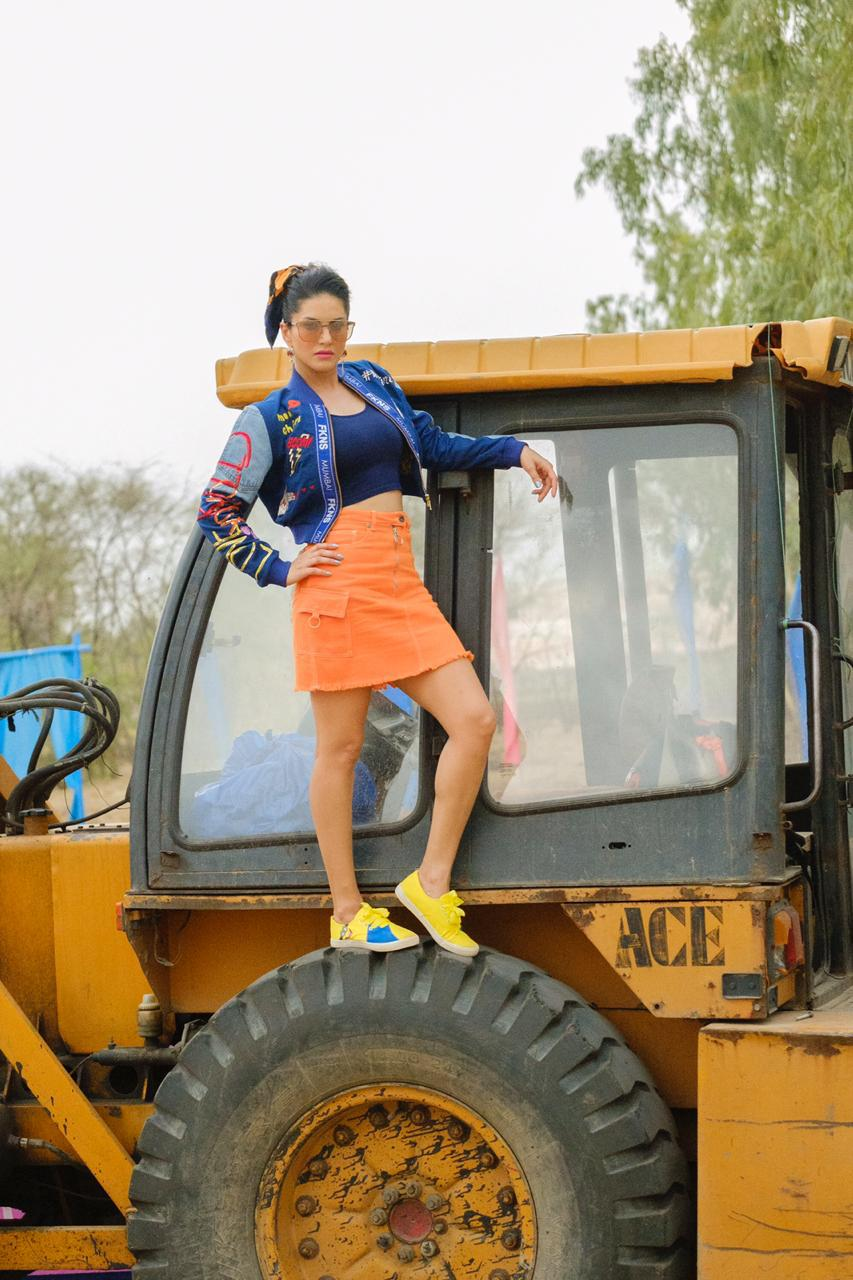 Today,We are going to discuss about #JCBKiKhudai .It is trending topic in india on social media.   It has become the biggest trend of social media these days, where there is a flood of memes on the social media about JCB.