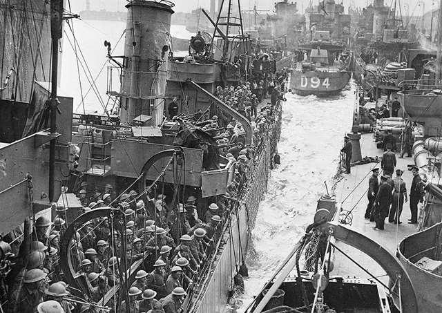 1940年5月26日ダンケルク撤退作戦5月10日に始まったドイツ軍の電撃戦により、英仏連合軍は総崩れとなった。海峡に面したダンケルクで包囲された海外派遣軍を救出するため、英国から850隻以上の民間の船舶や海軍艦艇が派遣された。6月5日までに33万8000人を救出し「ダンケルクの奇跡」と呼ばれた。