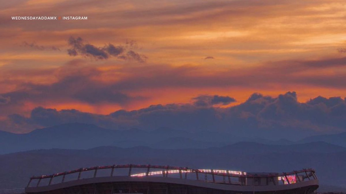 Hard to beat a #BroncosCountry sky. <br>http://pic.twitter.com/uv42rBXdZk