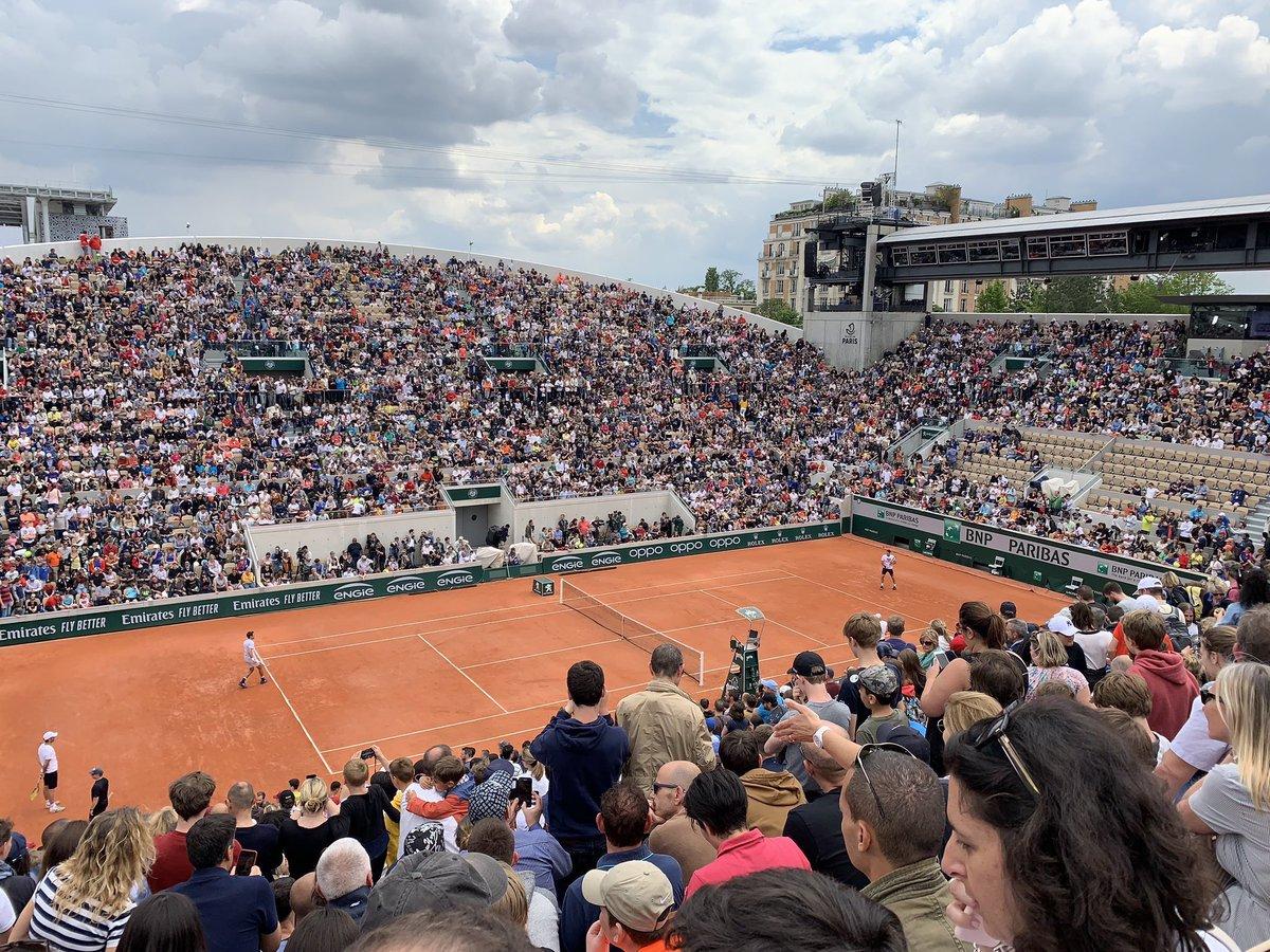 Finals?  No, just Roger Federer practice session on Lenglen! via @schulerst<br>http://pic.twitter.com/BuLwpvuO2c