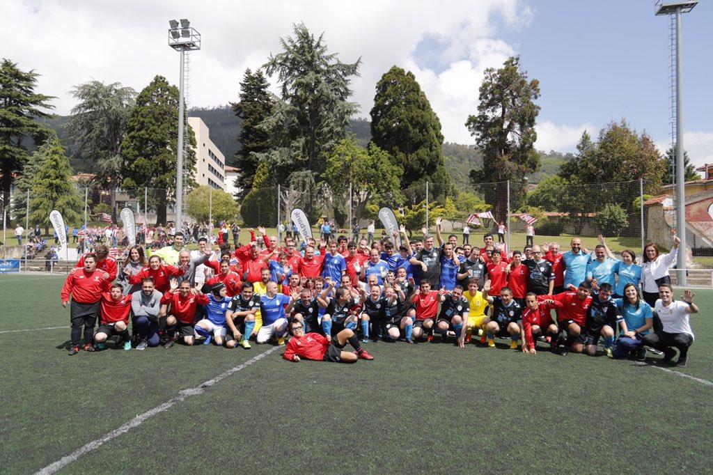 Imagen de todos los equipos del II Torneo Real Oviedo Unlimited (Foto: RO).