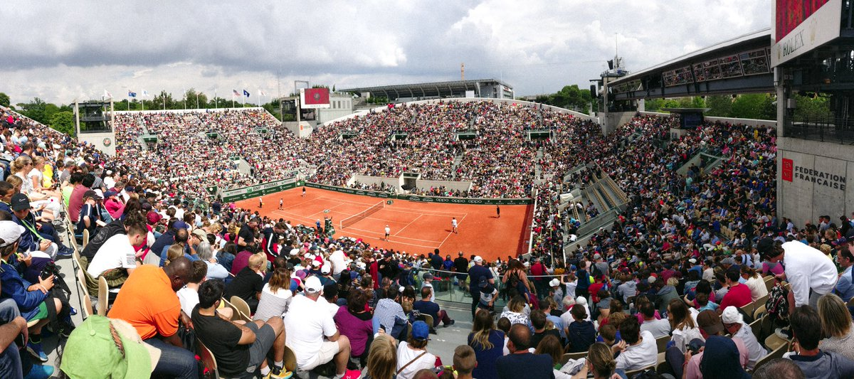 My first picture ever from #RolandGarros ? A packed Suzanne-Lenglen for Roger Federer&#39;s practice with Jeremy Chardy.   #RG19 <br>http://pic.twitter.com/mRjam7SRai