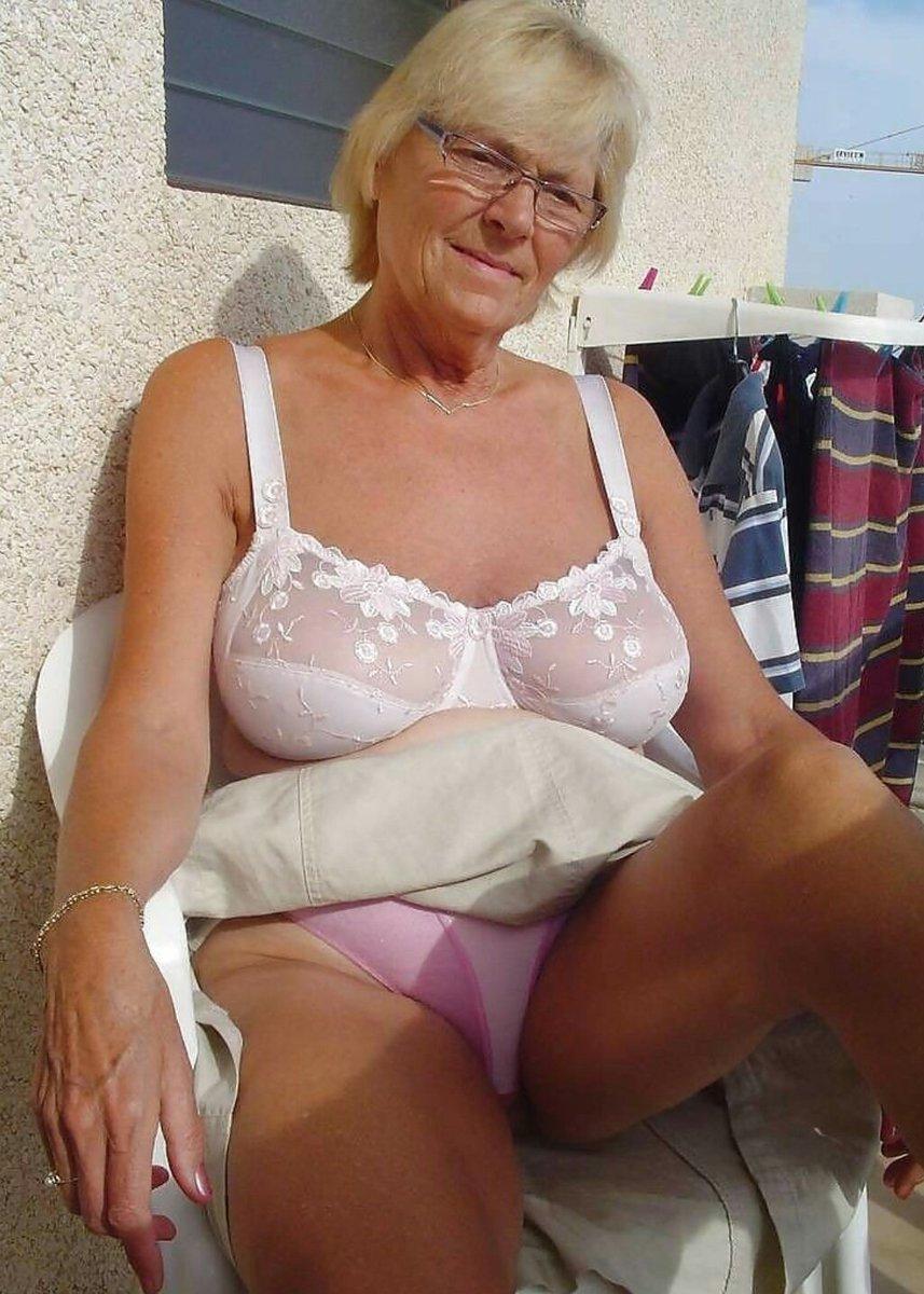 Пожилые женщины в трусах фото, оргия молодые фото