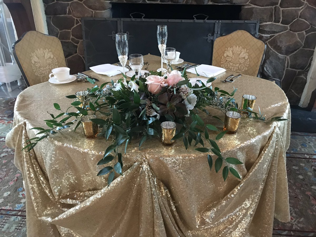 Happy wedding day! #weddingday #weddingdecor <br>http://pic.twitter.com/WgUIHfkO1y &ndash; à Cog Hill Golf And Country Club