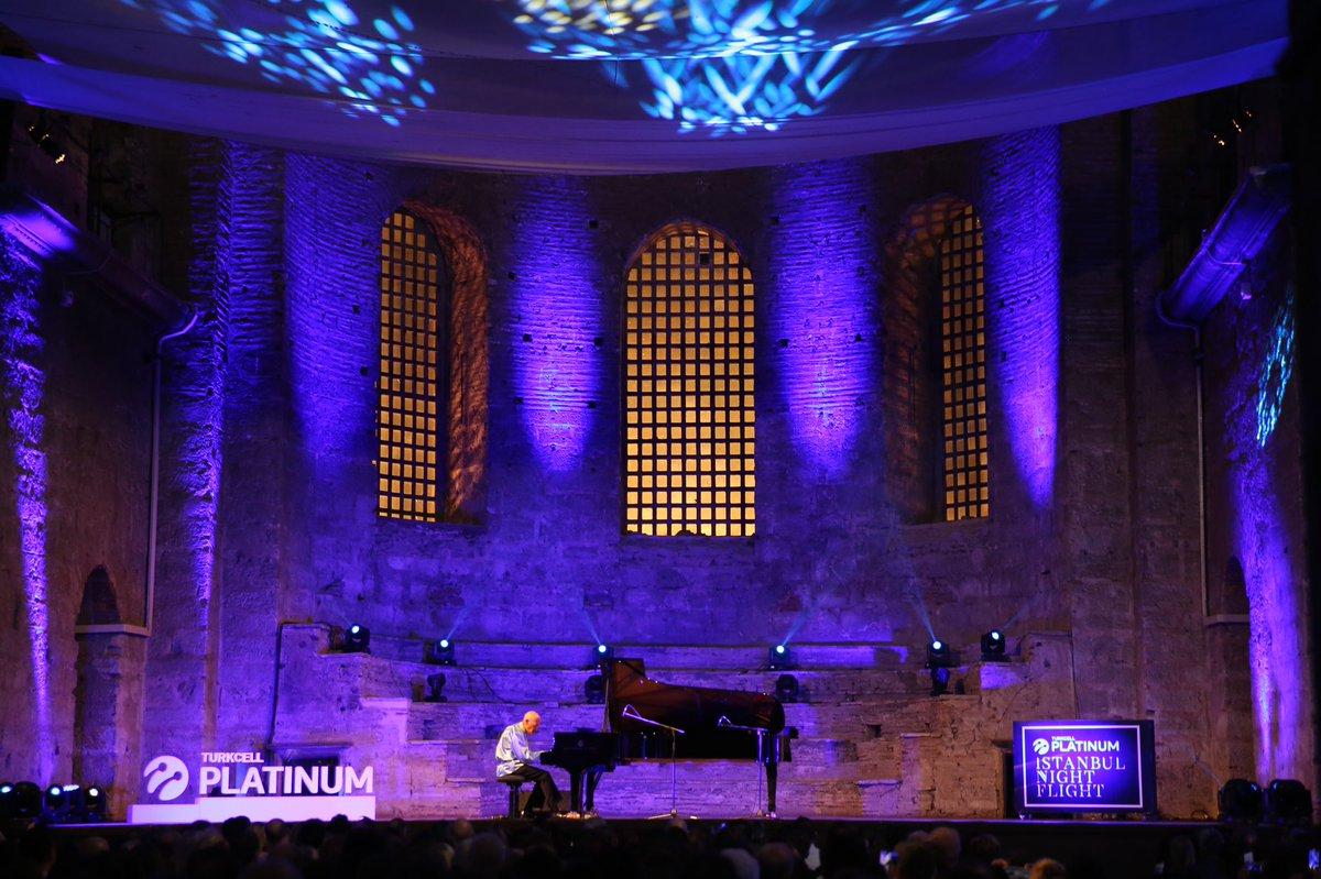 BAU'nun sponsor olduğu, Turkcell Platinum İstanbul Night Flight, Aya İrini'de! Konserlerin ilkinde dünyanın en önemli piyanistlerinden biri olan David Helfgott, öğrencimiz Zeynep Aydemir'in sunumu ile sahne aldı.