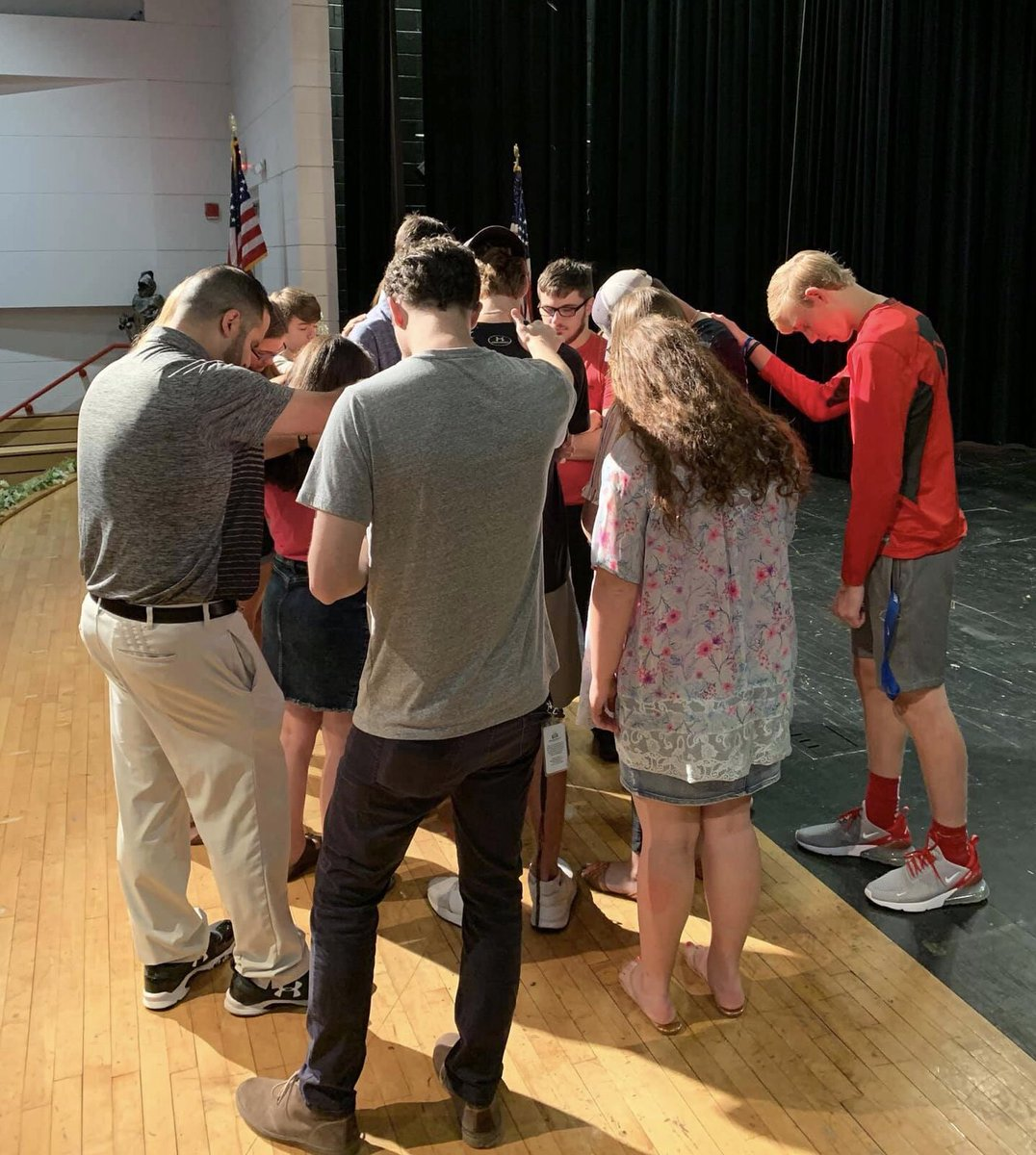 """The @StratfordFCA Huddle had a powerful """"Senior Send-Off"""" this week followed by sharing their influence with future Knights at the College Park Middle School FCA Huddle<br>http://pic.twitter.com/Zzeags6b5i"""