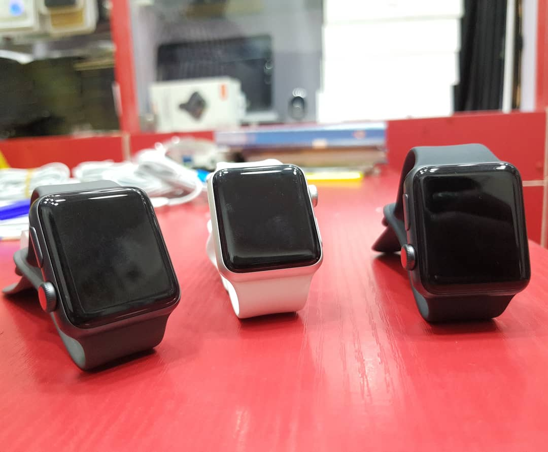 Limited Stock on    Apple Watch  Series  3 38mm gps +cellular  - 90,000   With Charger    Pls Help Retweet    Lionel Messi  Ronaldo  Meek mill  Hazard  Ubi Franklin <br>http://pic.twitter.com/R3M4Xx59ts