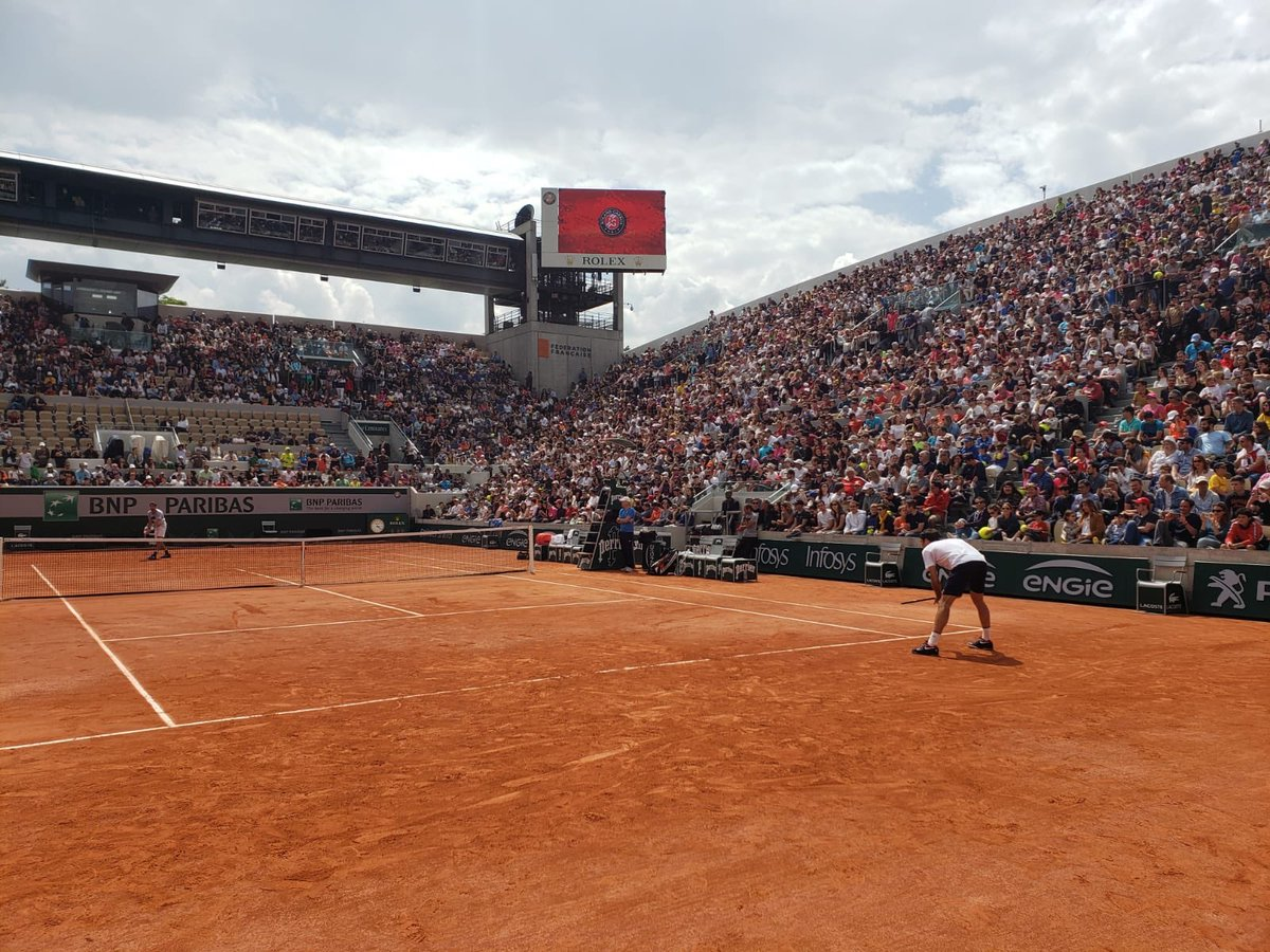 What a crowd, wow!  Merci pour l'ovation <br>http://pic.twitter.com/613ltns7xH