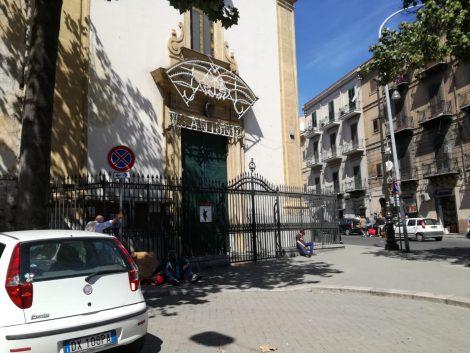 La guerra solitaria del parroco di Sant'Antonino a Palermo, costretto a chiudere la chiesa (FOTO) - https://t.co/oAPQycyH3K #blogsicilianotizie