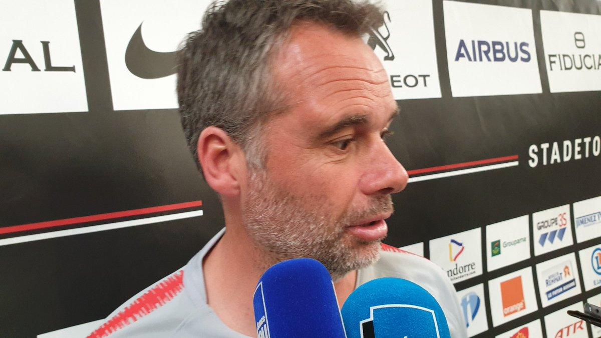 """Ugo Mola après #STUSAP: """"Je ne sais pas si on joue un beau rugby mais vues les émotions procurées à notre public, on n'est pas mal. On est en demies. Rien n'est fait. J'espère que l'on ne se reniera pas"""". Le @StadeToulousain affrontera le vainqueur de Racing-La Rochelle. #FBsport"""