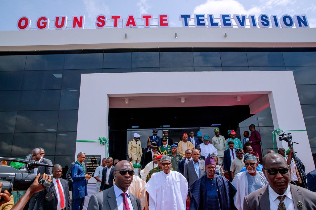 D7bw PQX4AE9sm2 - Photos: Buhari in Ogun to commission infrastructural projects