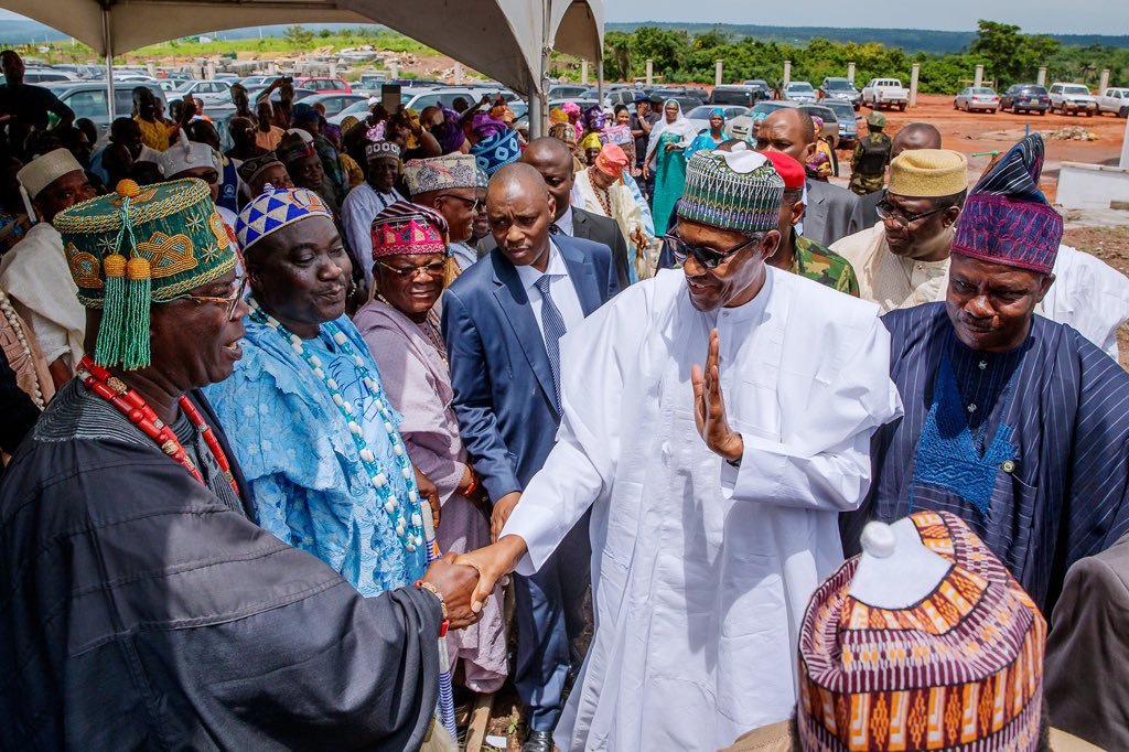 D7bw PRW0AYjcJM - Photos: Buhari in Ogun to commission infrastructural projects
