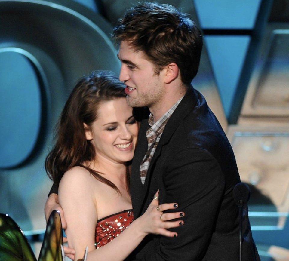 Robert Pattinson and Kristen Stewart were THE couple. That's it. That's the tweet.