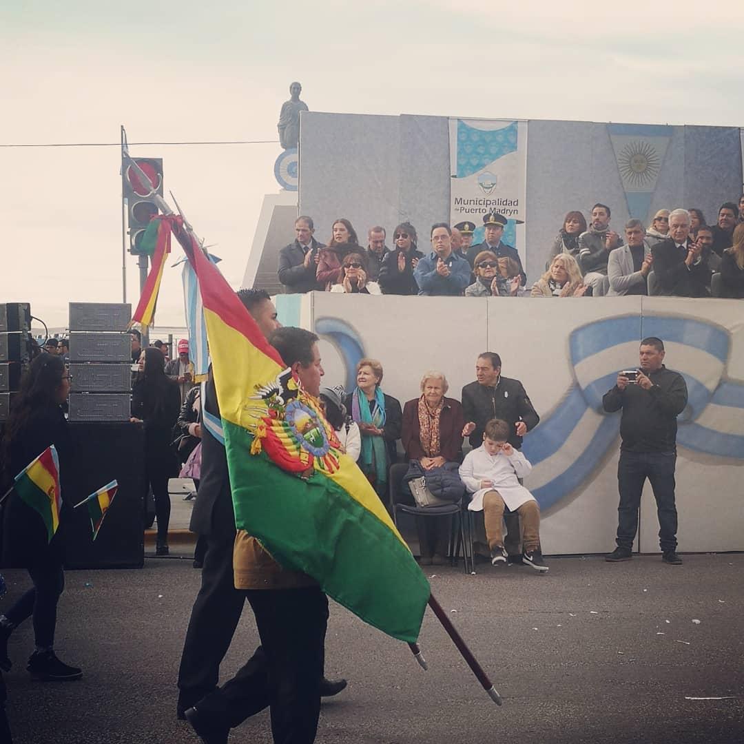 #Hoy 👉 Acompañamos al Sr. Intendente Ricardo Sastre y a su Sra. esposa Daniela, en el Acto del 25 de Mayo en #Madryn 👏 Emotivo acto y desfile, felicitaciones! ¡Viva la Patria! 🇦🇷 @ric_sastre @CHECHU0405