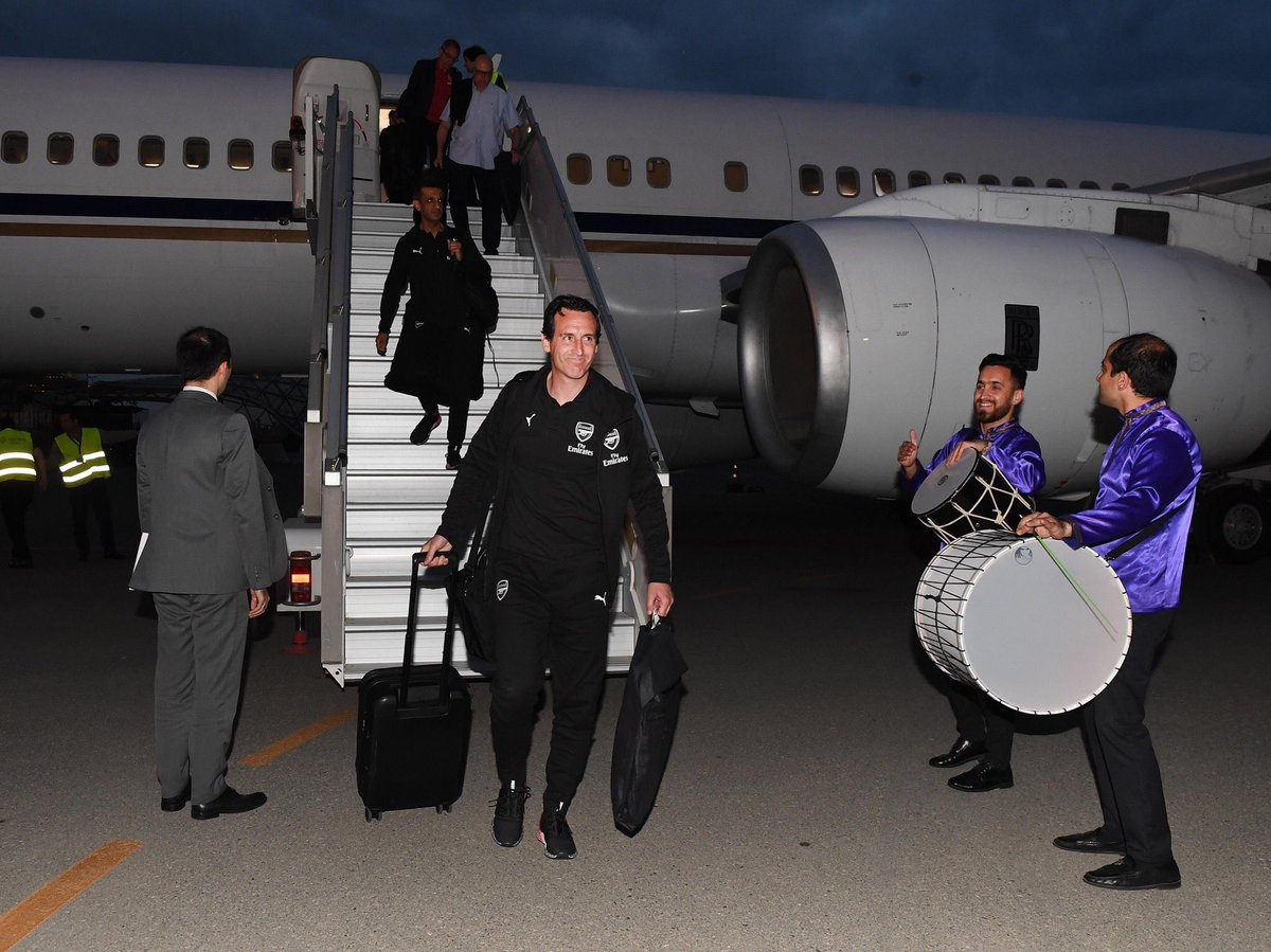 Arsenal have arrived in Baku. <br>http://pic.twitter.com/2A3hyQm0NZ
