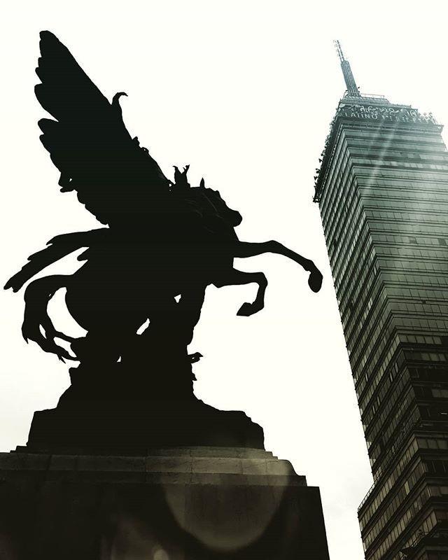 Reaching for the sky#cdmx #torrelatinoamericana #bellasartes http://bit.ly/2W6tFNR