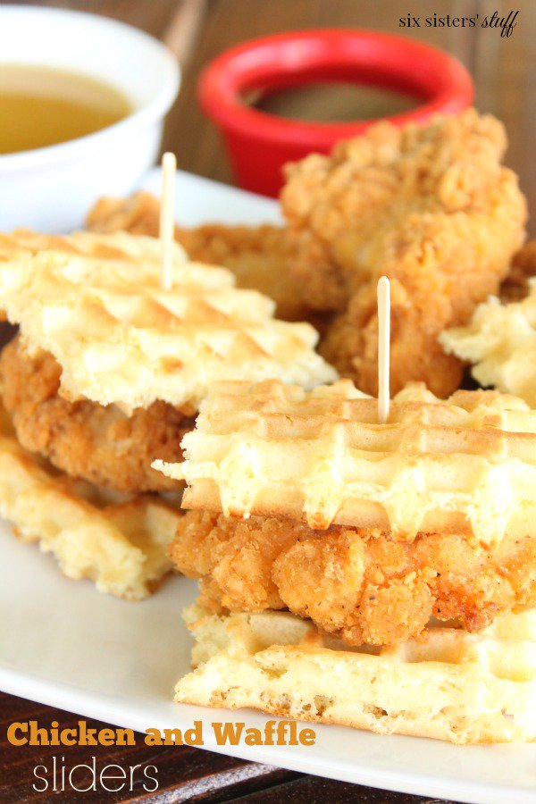 When someone first told me to try chicken and waffles together, I thought they were crazy.  That is, until I tried them - WOW! I'm converted!! http://ow.ly/B91k50udFeH #sixsistersstuff #chickenandwaffles #sliders #buttermilksyrup pic.twitter.com/0JYOiwm8zX