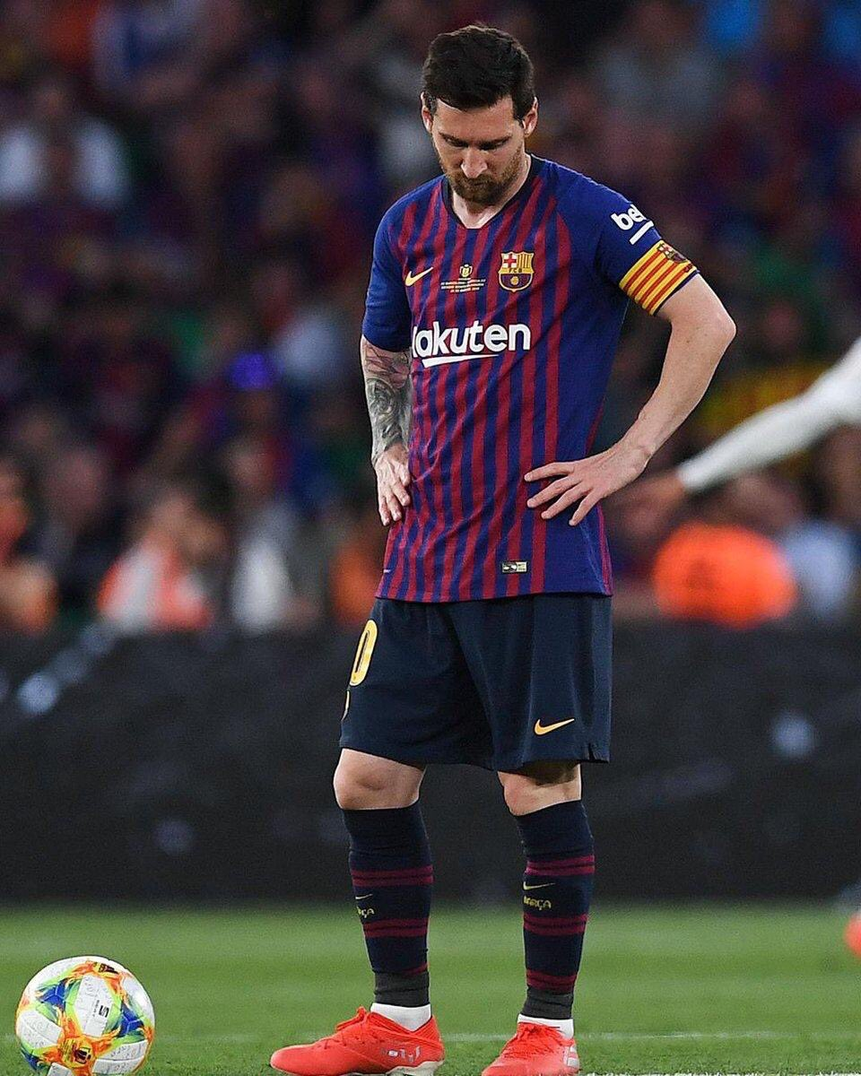 The trend Barcelona wins: TL is flooded with  Messi Barcelona losses: Valverde should quit. Excuse for a club!!!  Credit to Valencia joor   #CopaDelRey<br>http://pic.twitter.com/8atwsdxQiL