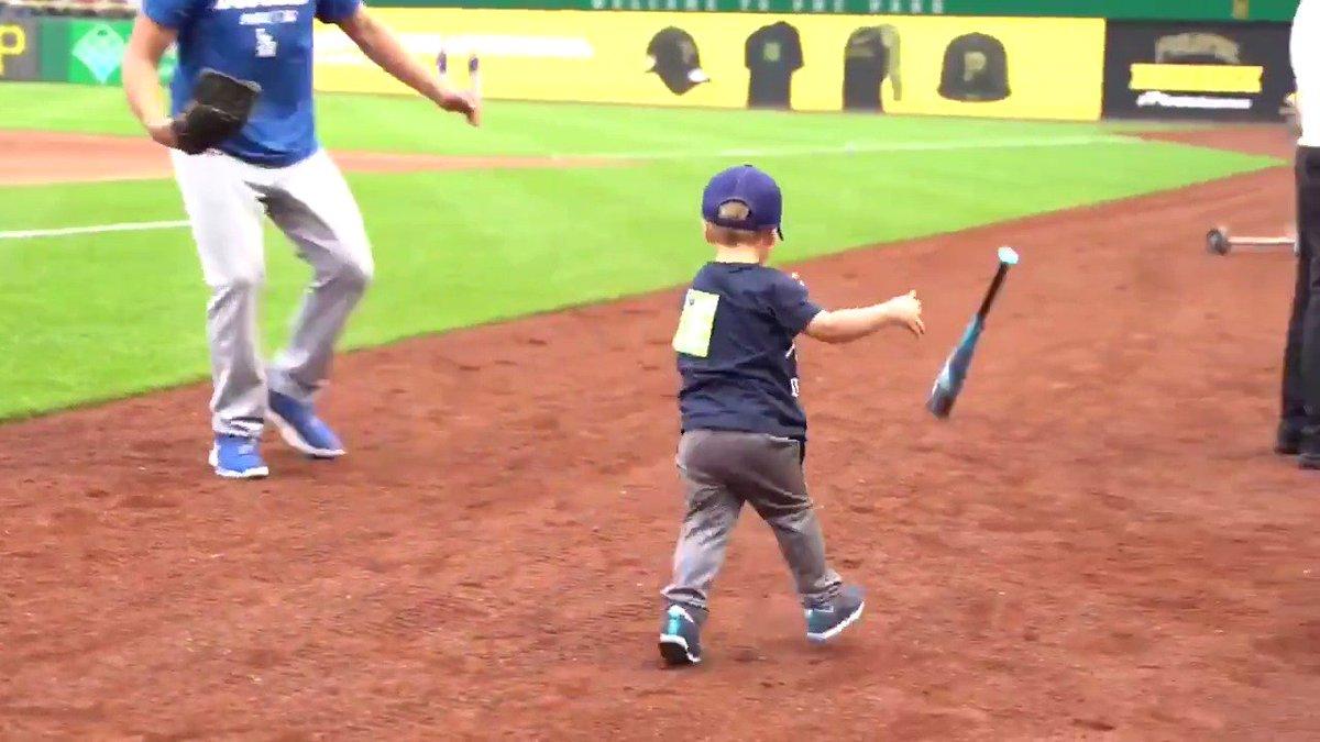 Clayton Kershaw's son Charley has the bat flip down 😂