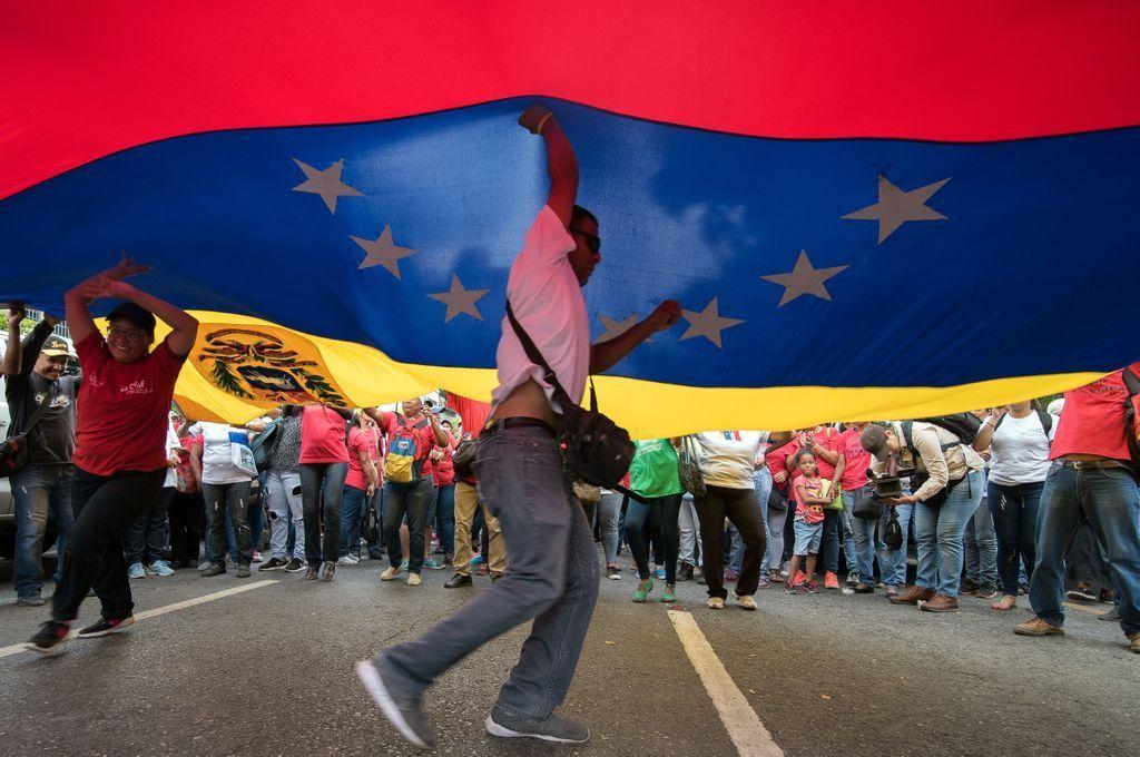 Noruega confirma que la semana próxima habrá nuevas reuniones en busca de una salida a la crisis política de Venezuela http://www.telam.com.ar/notas/201905/361395-noruega-venezuela-reuniones.html…