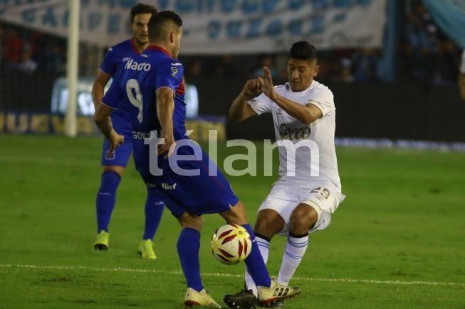 Información para abonados: Tigre visita a Atlético Tucumań en el segundo partido de una de las semifinales de la Copa de la Superliga. Galería fotográfica disponible en https://cablera.telam.com.ar/galeria/48736/fotos…