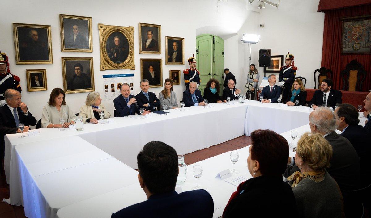 Mauricio Macri impulsa ante la UNESCO que las Rutas Sanmartinianas sean consideradas Patrimonio de la Humanidad https://cablera.telam.com.ar/cable/785154/macri-impulsa-ante-unesco-que-las-rutas-sanmartinianas-sean-consideradas-patrimonio-de-la-humanidad…