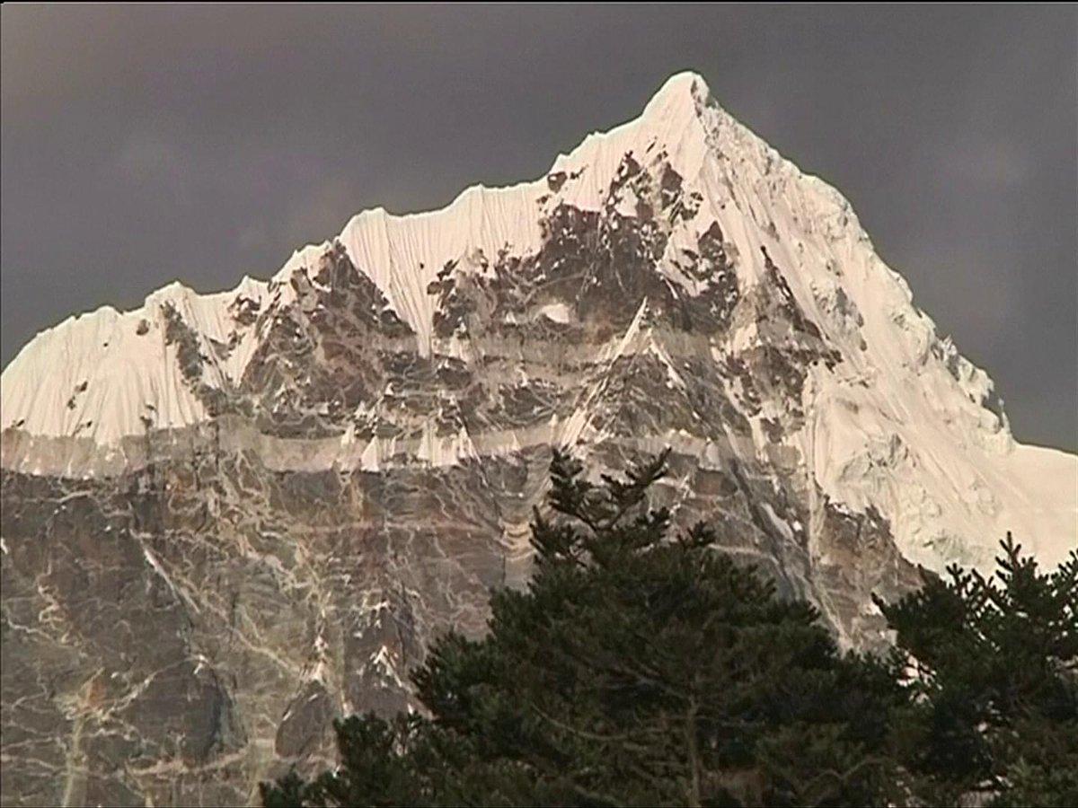 Las expediciones masivas al Everest rompieron récords históricos en la temporada 2019 https://cablera.telam.com.ar/cable/785103/las-expediciones-masivas-al-everest-rompieron-records-historicos-en-la-temporada-2019…