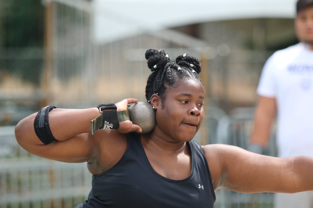 We're minutes away from @sweetbonks throwing the shot put at the NCAA West Prelims