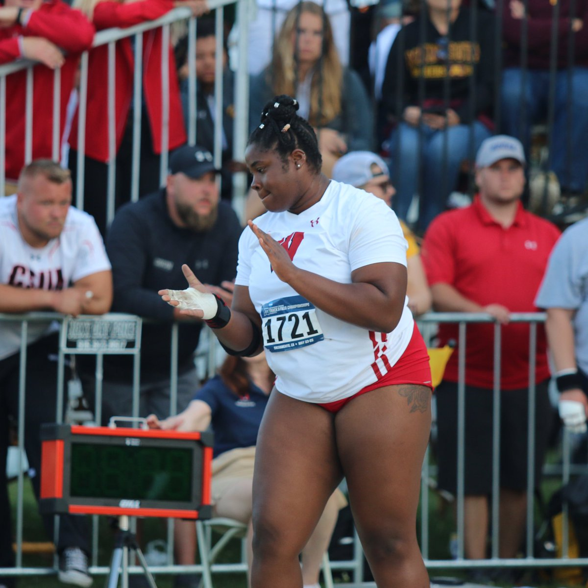 👏👏👏 Banke with an improvement on her second throw with a heave of 54-4 1/2, which moves her up to seventh. Top-12 advance to Austin