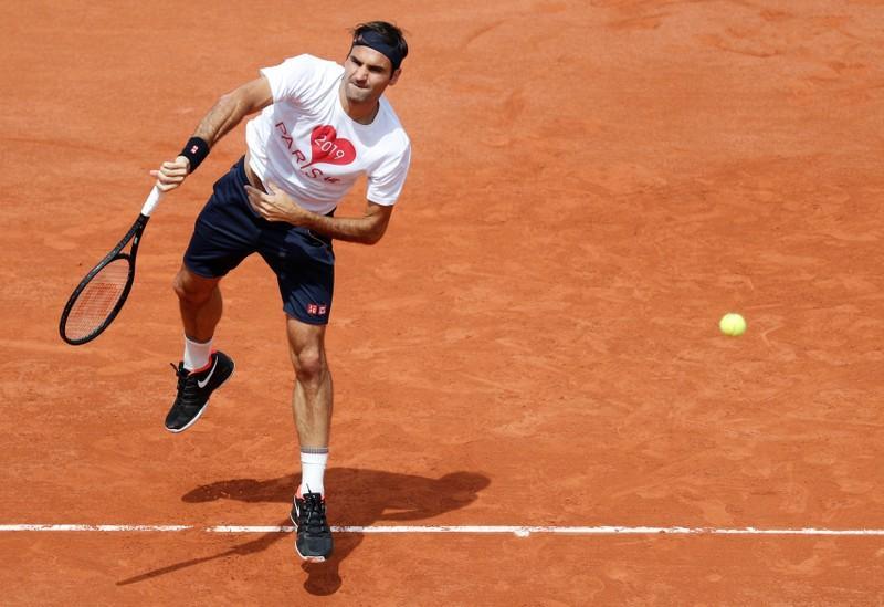 Federer returns on opening day at Roland Garros https://reut.rs/2wm1Rpw