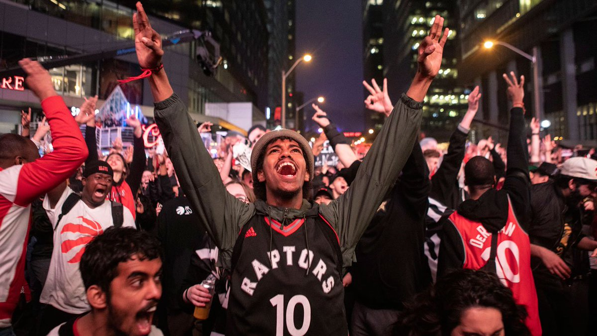 2b87a31b5194  BREAKING  Toronto Raptors beat Milwaukee Bucks 100-94 in Game 6 to advance  to the NBA Finals for the first time in franchise history. pic.twitter.com   ...