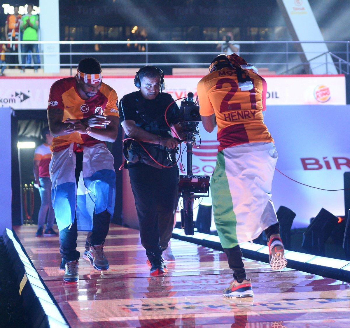 Henry Onyekuru Dances Zanku, Shaku Shaku And Gbe Body Eh At Entrance Show