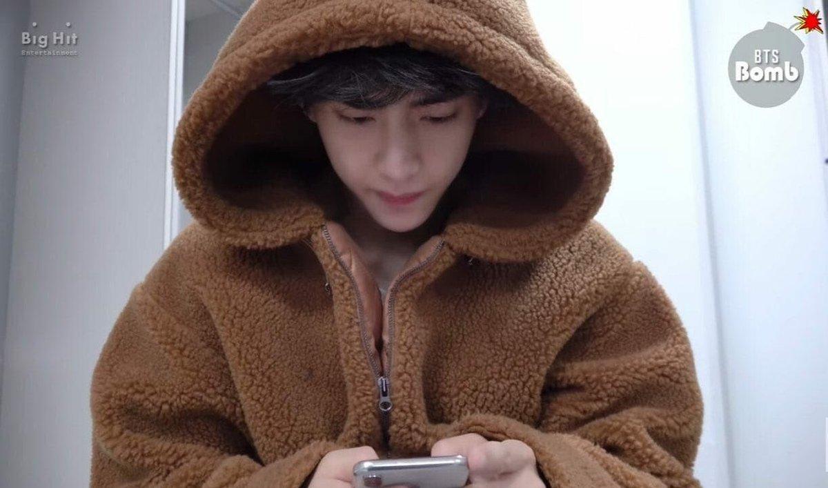 Gấu bông nhỏ của lòng e  #Taehyungweloveyou https://t.co/rgKsAH46Ii